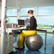 Ledragomma Sittboll / Pilatesboll för kontoret Röd